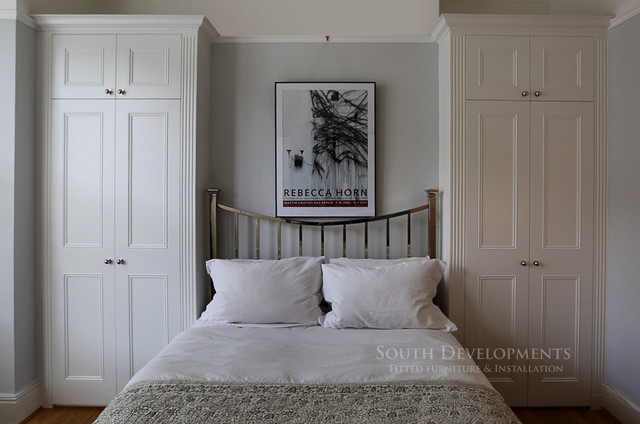 Traditional style fitted wardrobes Traditional Bedroom London