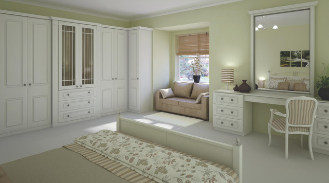 Traditional White Shaker Style Bedroom, White Traditional Bedroom Furniture