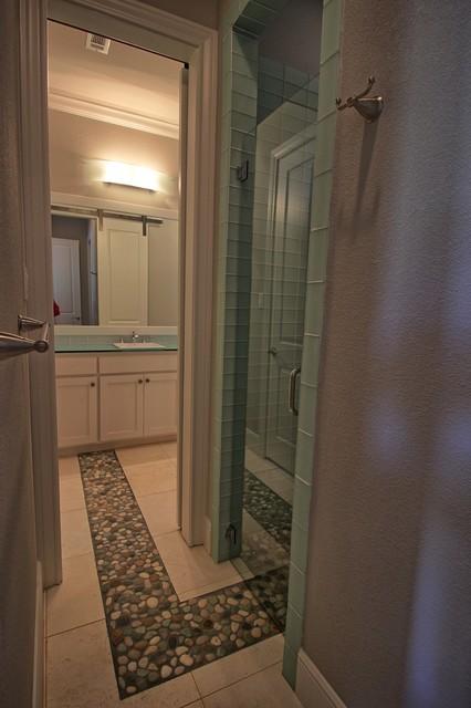 Bedroom - transitional bedroom idea in Dallas