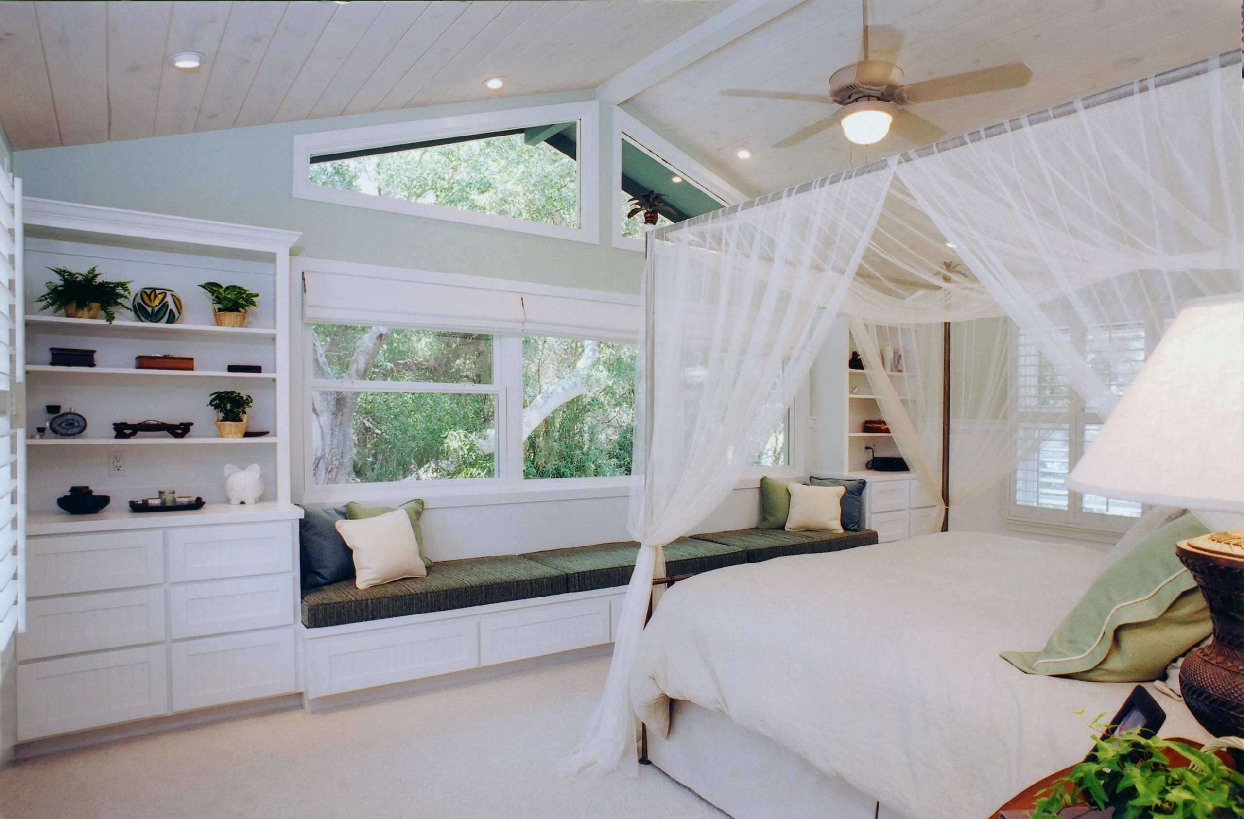75 Beautiful Tropical Master Bedroom Pictures Ideas March 2021 Houzz
