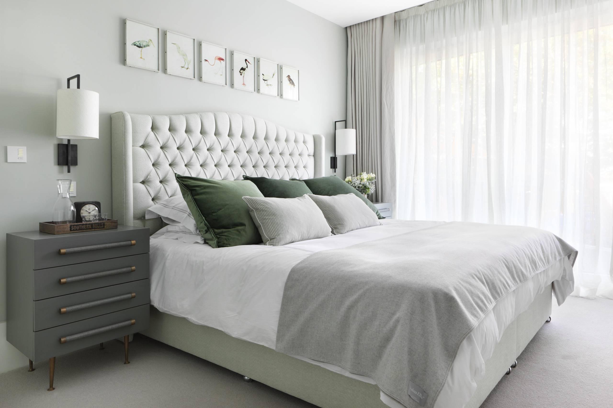 Spavaća soba uredjena prema tonovima iz palete
