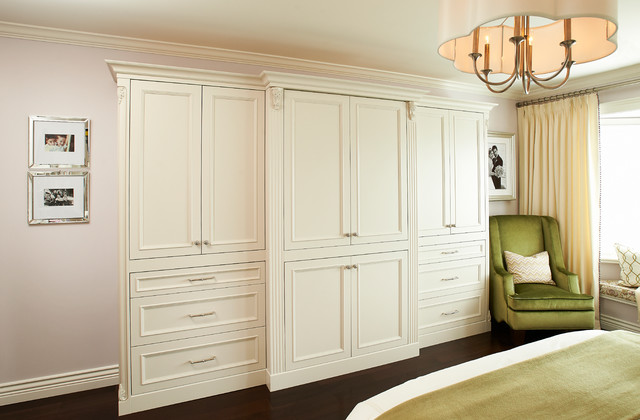 Transitional home traditional-bedroom
