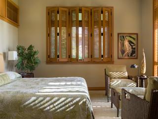 Tri-fold shutters