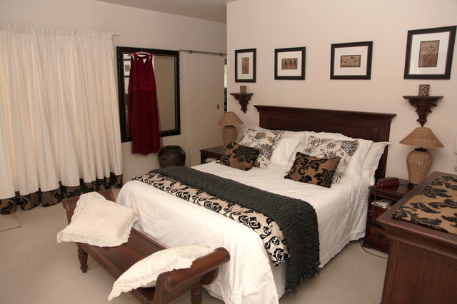 True African Bedroom Traditional Bedroom