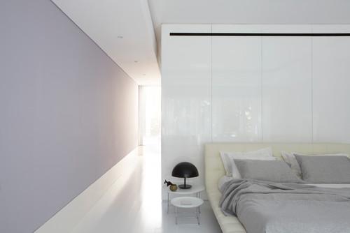 cuarto pintado en lila claro