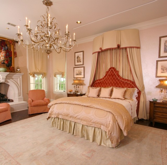 Universal beauty master bedroom traditional bedroom for Traditional master bedroom designs