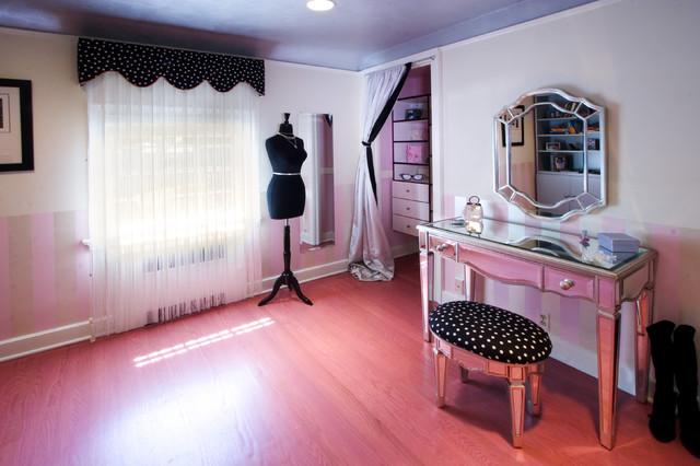 Vanessa DeLeon contemporary-bedroom