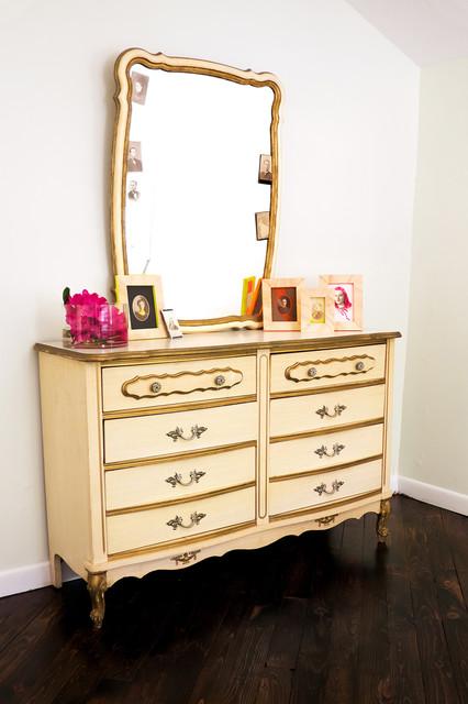 Vanity rustic-bedroom