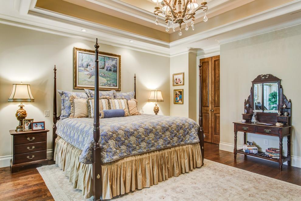 Bedroom - traditional bedroom idea in Dallas