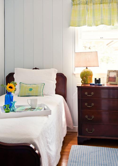 Traditional Mahogany Rich Bed