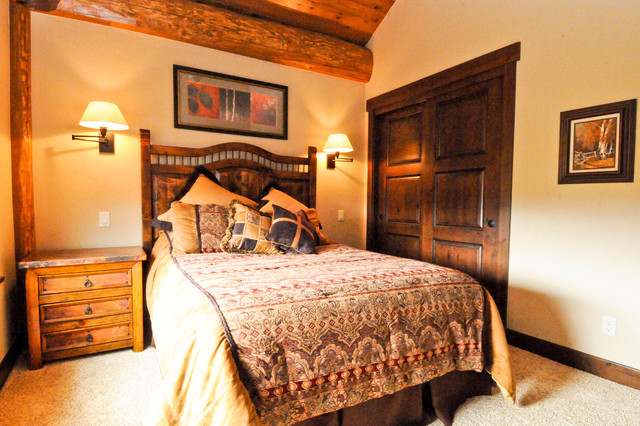 Western red cedar ranch style log home bedroom denver for 5 bedroom ranch style homes