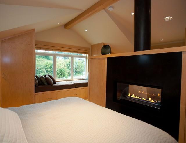 Whidbey Island Guest / Art Studio traditional-bedroom