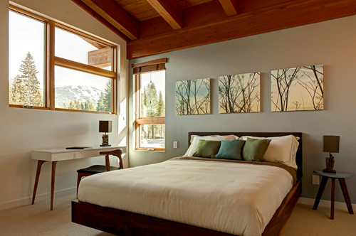 The Pieces Above Bed In This Modern Mountain House Line Up With Other Windows And Continue Rhythm Around Room They Successfully Bring