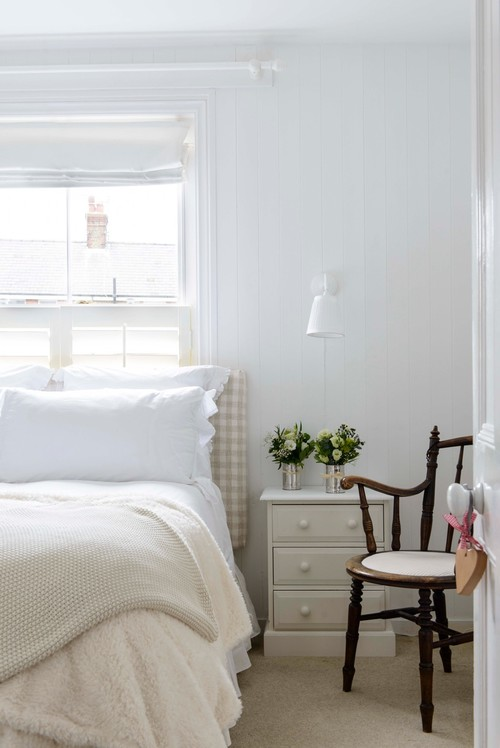 WHY WHITE BEDDING WORKS - EVERY TIME! - coastal bedroom