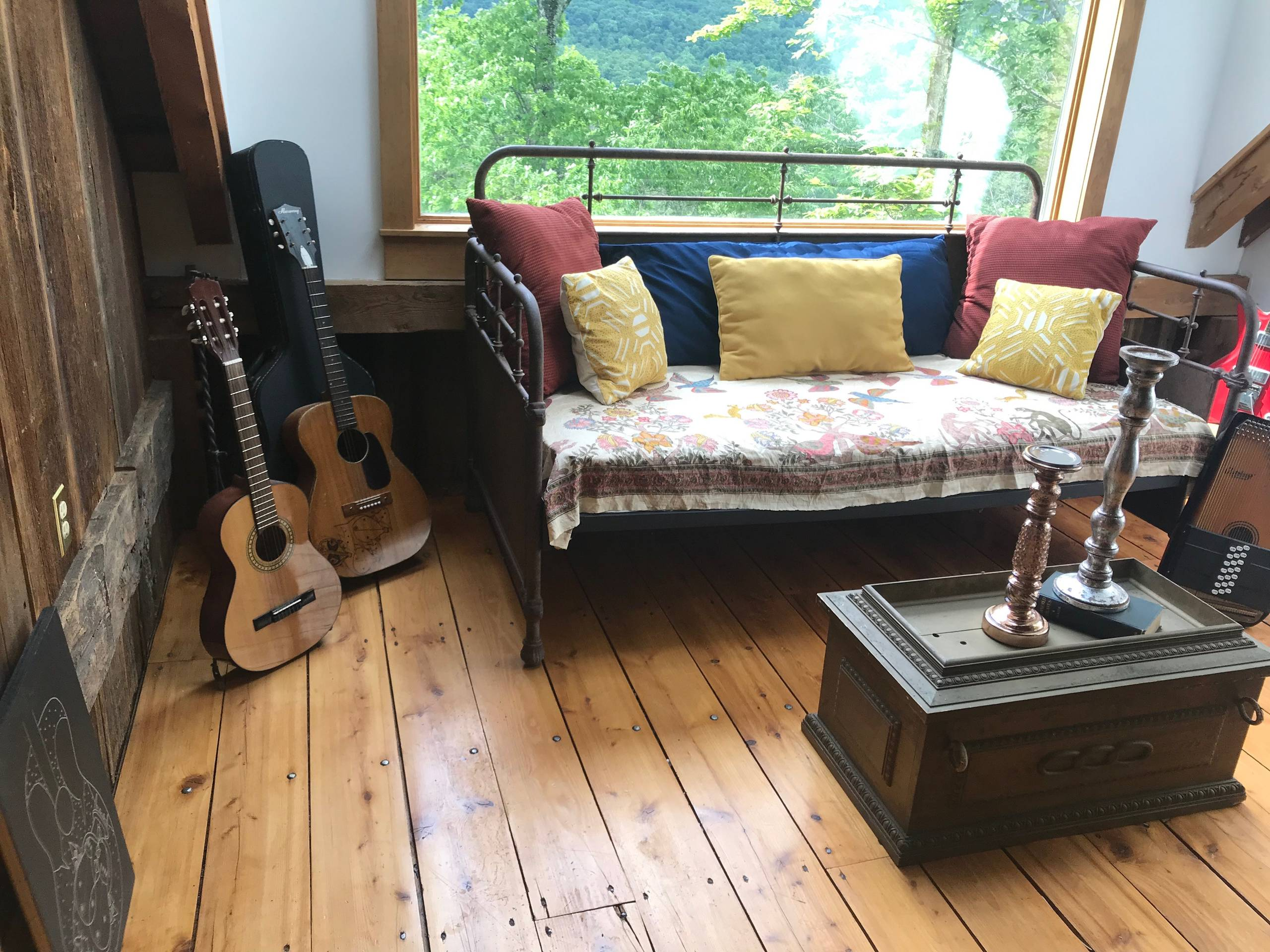 Woodstock Musician Vacant Staging