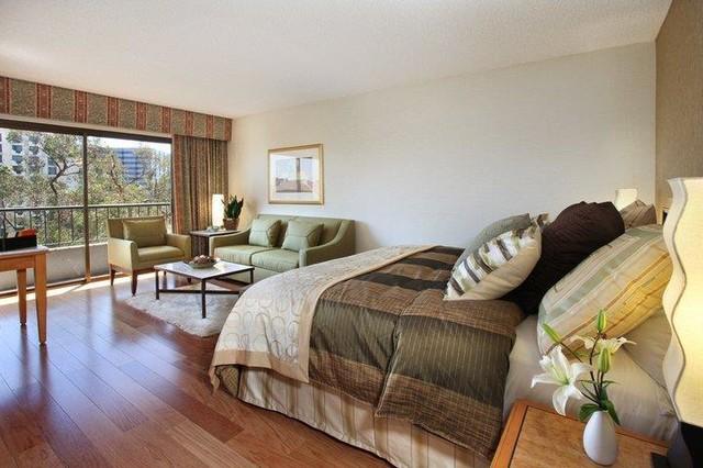 Wyndham Orange County traditional-bedroom