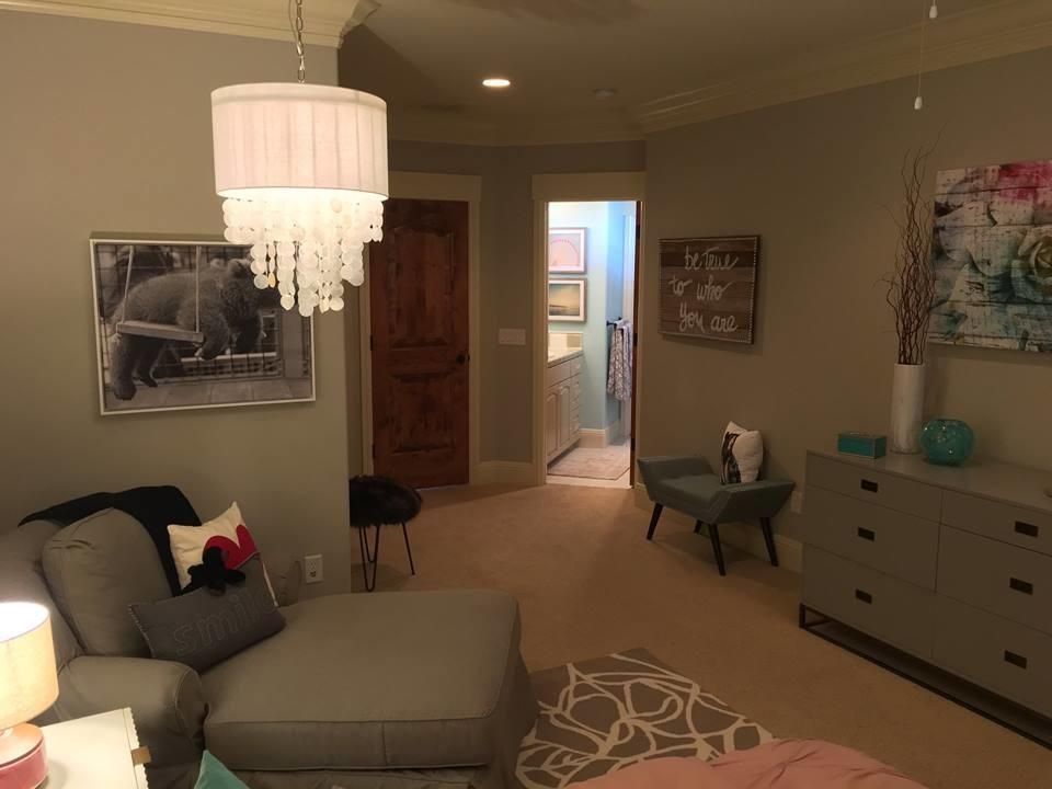 Young Teenage Girl's Modern Bedroom