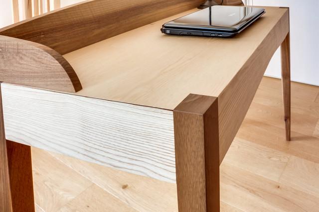 Aménagement mobilier bois dans une maison classique bureau à