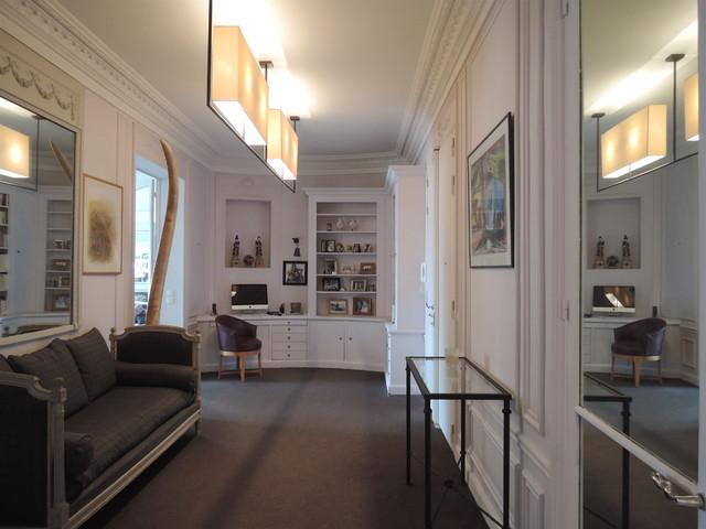 Appartement haussmanien paris xvi: lentrée bureau classique chic
