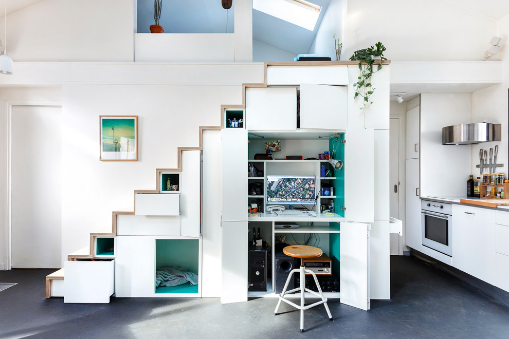Inspiration for a contemporary built-in desk study room remodel in Paris