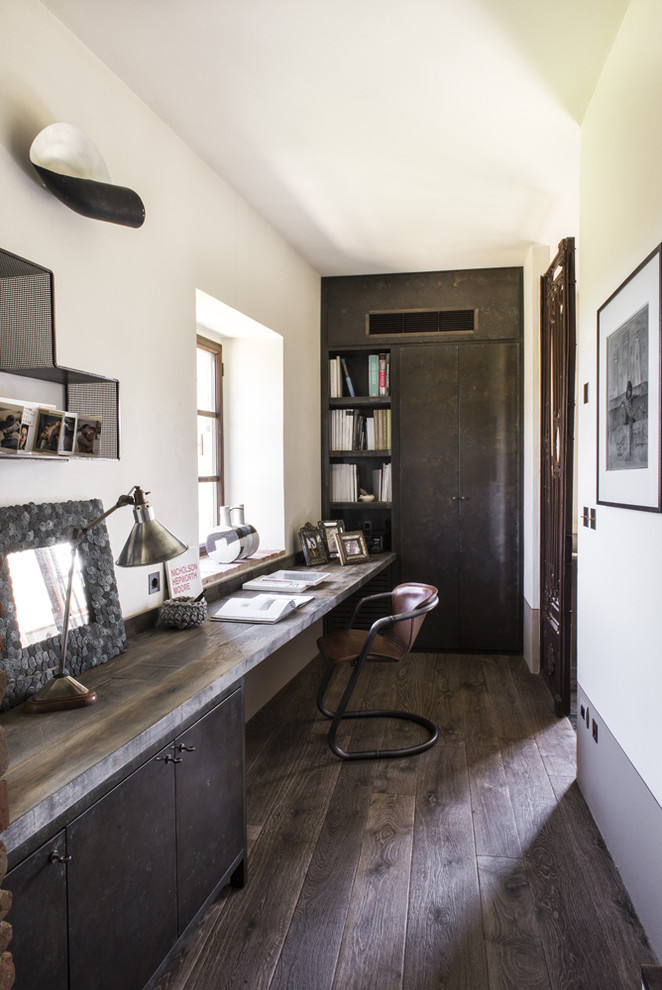 Home office - country home office idea in Paris