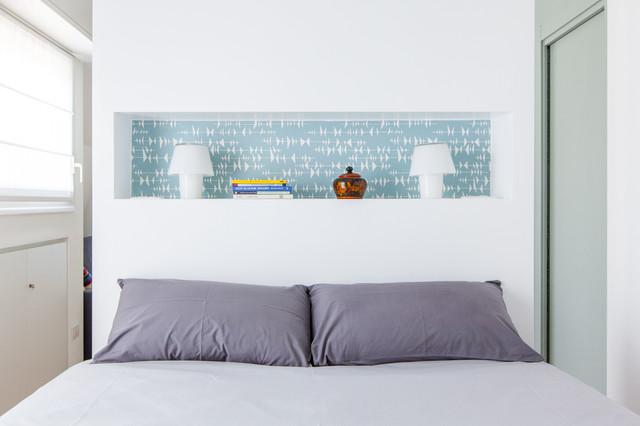 Idee per una camera matrimoniale design di medie dimensioni con pareti bianche
