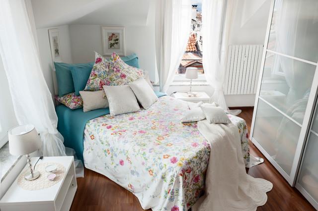 Appartamento torino tessuti complementi d 39 arredo shabby - Complementi d arredo camera da letto ...