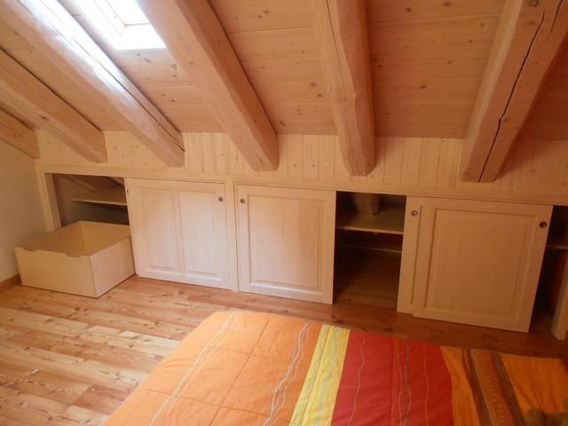 Armadiatura su misura in mansarda in montagna camera da letto torino di artelegno snc - Camera da letto in mansarda ...