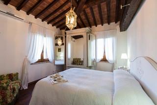 Casa vacanze in toscana in campagna camera da letto for Camera da letto di campagna francese