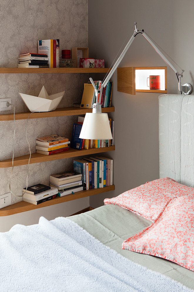 Inspiration for a contemporary bedroom in Milan.