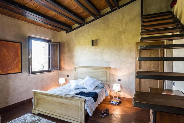 Casale nelle marche in campagna camera da letto milano di simone rezzonico architetto - Camera da letto milano ...