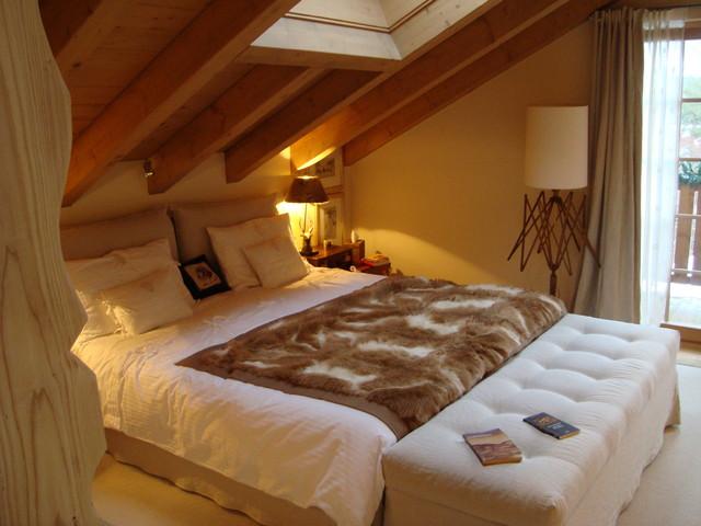 Camera da letto casa di montagna design casa creativa e for Arredamenti case bellissime