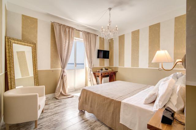 Progetto camere albergo borgo vista lago classico camera da letto roma di simon clementi - Progettare la camera ...