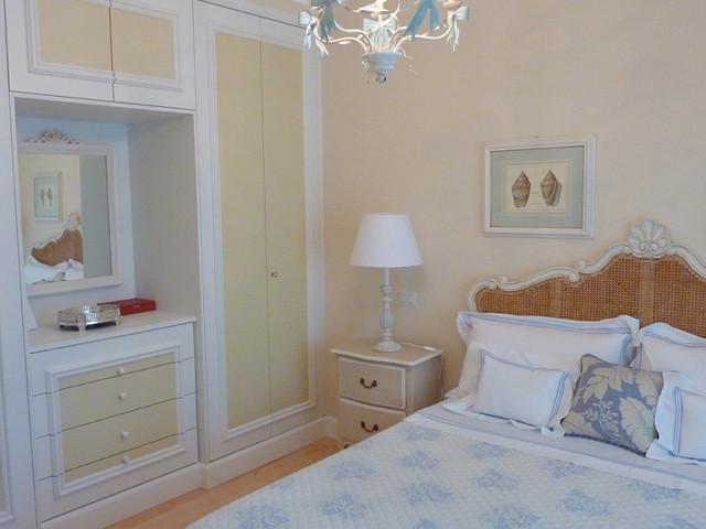 Restauro e arredamento villa al mare al mare camera da for Letti per casa al mare