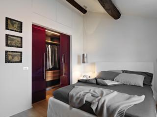 Ristrutturazione di una mansarda a la spezia moderno for Planimetria camera da letto
