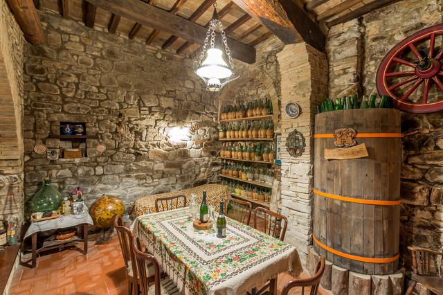 Arredamento per cantine di vino for Arredamento cantina