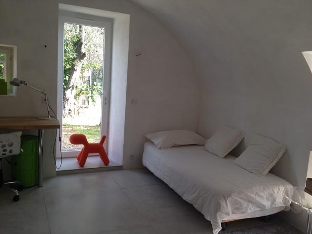 Chambre studio pour un ado contemporary kids nice - Coiffeuse pour chambre ado ...