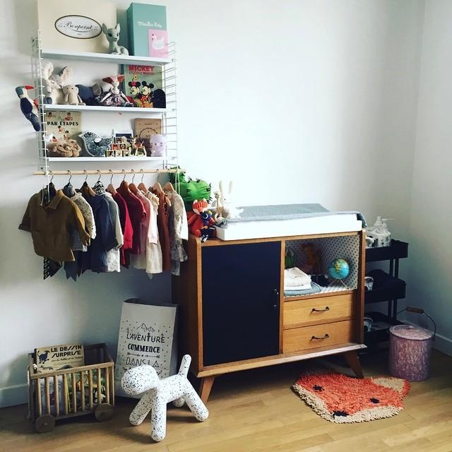 Chambre bébé mixte arty et vintage, thèmes forêt, noir et ...
