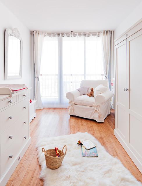Chambre de bébé toute blanche - Country - Nursery - Paris - by ...
