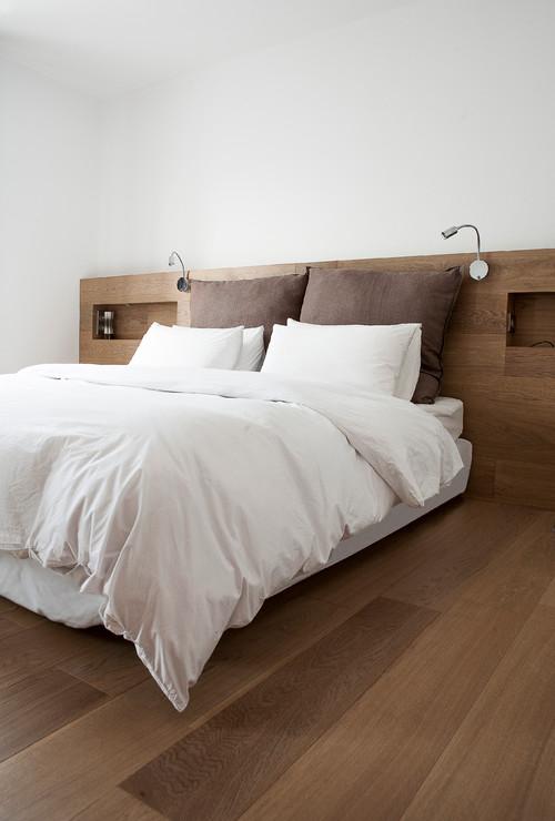 صور غرف نوم ماستر جميلة بجدار ابيض وارضية باركيه   105 | ديكور المنزل