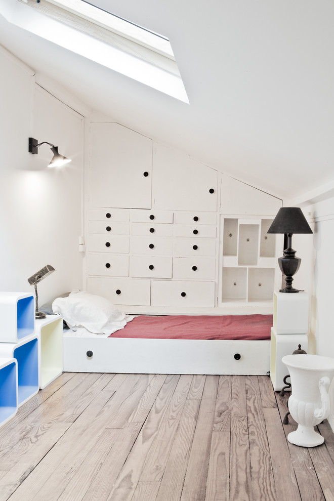 Inspiration for a mid-sized scandinavian master light wood floor bedroom remodel in Paris with white walls
