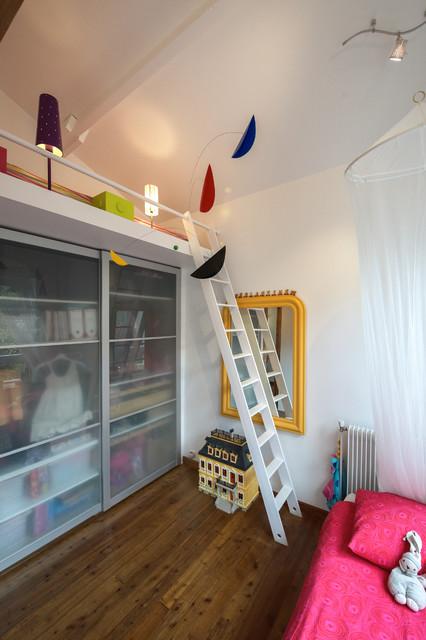 Chambre d 39 enfant sous les toits contemporary bedroom for Chambre sous les toits