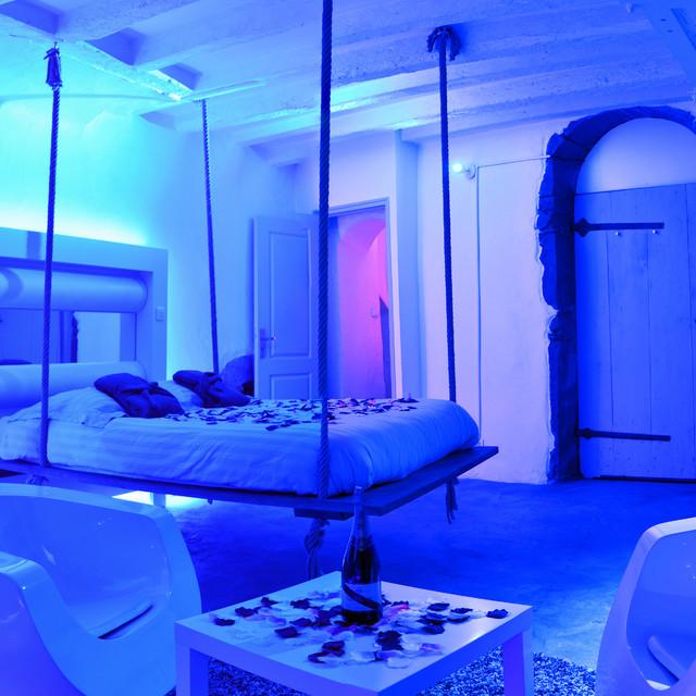 Chambre d 39 h te nuit spa christel mauve clectique - Chambre en mauve ...