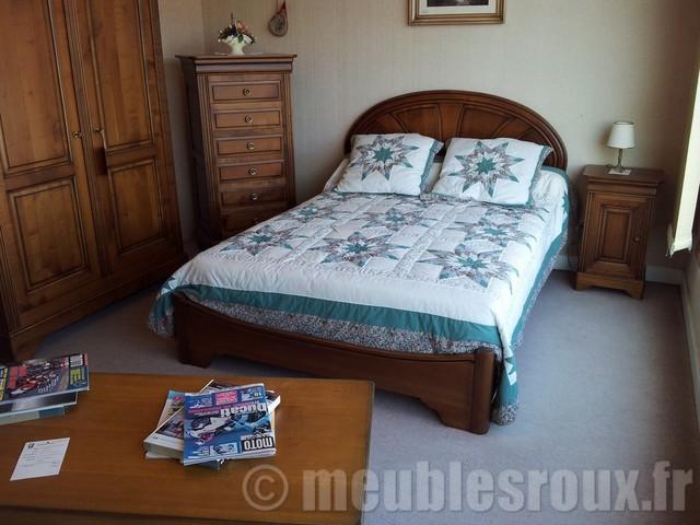 chambre classique chic chambre clermont ferrand par meubles roux. Black Bedroom Furniture Sets. Home Design Ideas