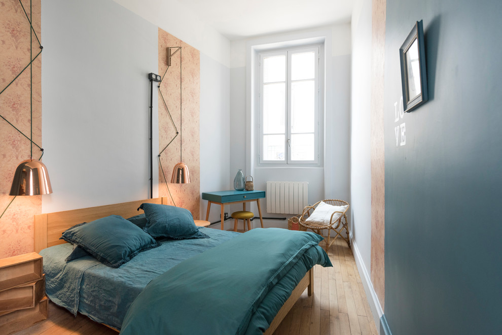Danish guest light wood floor and beige floor bedroom photo in Lyon with multicolored walls