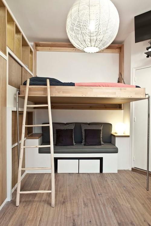 откидная кровать в комнате однушки