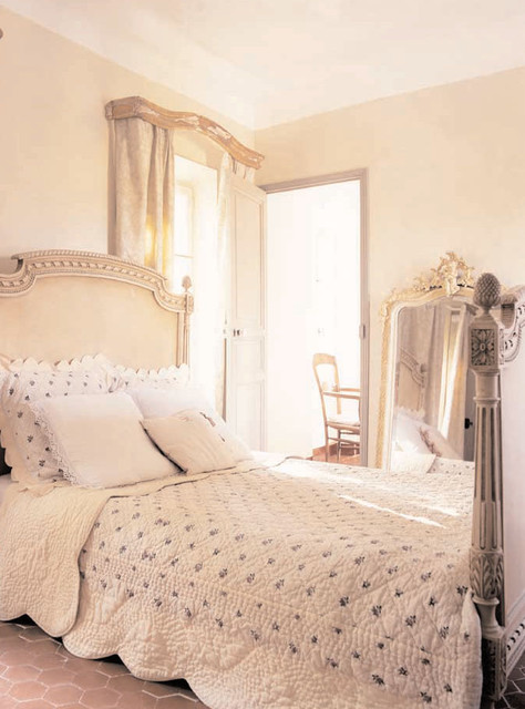 French propertie Farmhouse Bedroom other metro by Décoration et provence