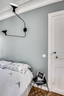 le luminaire tel un tableau scandinave chambre paris par atelier daaa. Black Bedroom Furniture Sets. Home Design Ideas
