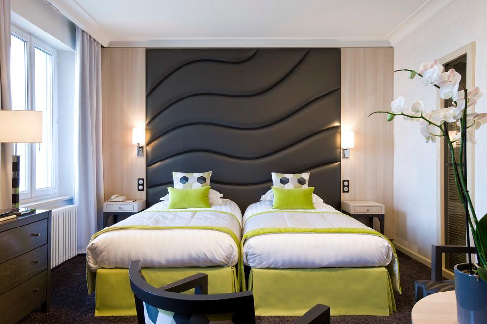 Modelo de habitación de invitados actual, de tamaño medio, con paredes blancas