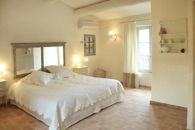 Master bedroom classique chambre marseille par - Deco mas provencal ...